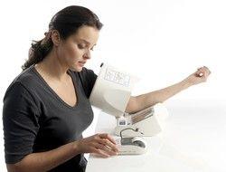 Misuratore di pressione elettronico da braccio Omron SpotArm i-Q142 HEM-1040-E